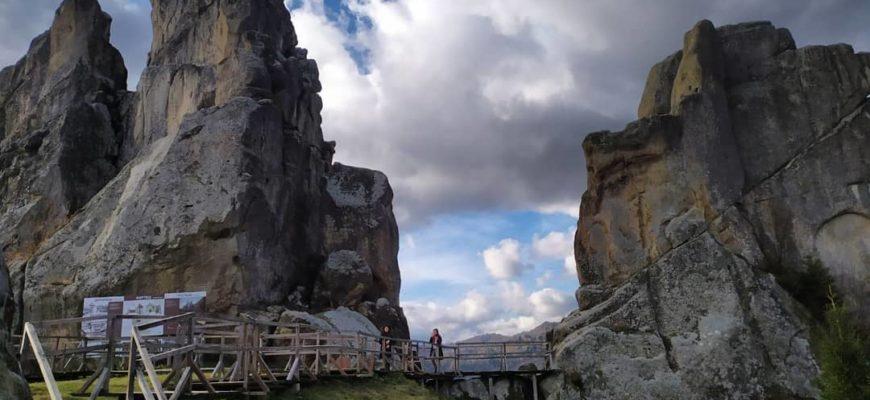 Panorama na skalny grzbiet, Tustan